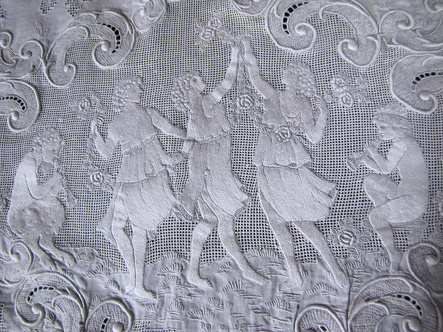 close up 2 vintage antique table runner handmade figural appenzell lace