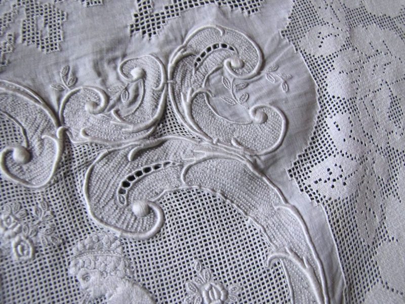 close up vintage6  antique table runner handmade figural appenzell lace